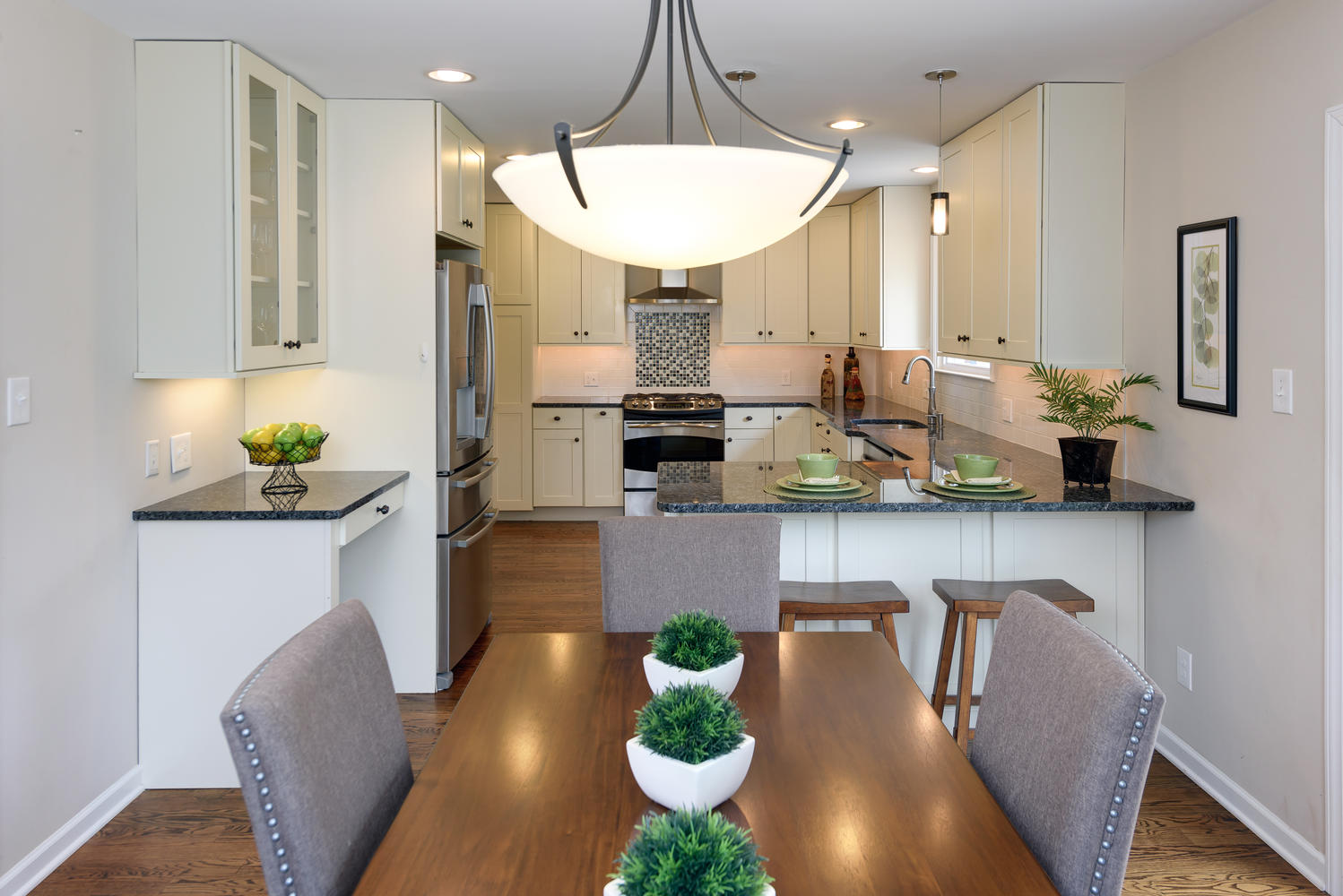 Vacant home staging of kitchen www organized by design biz