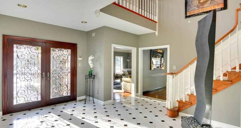 Home Staging Foyer www.Organized-by-Design.biz